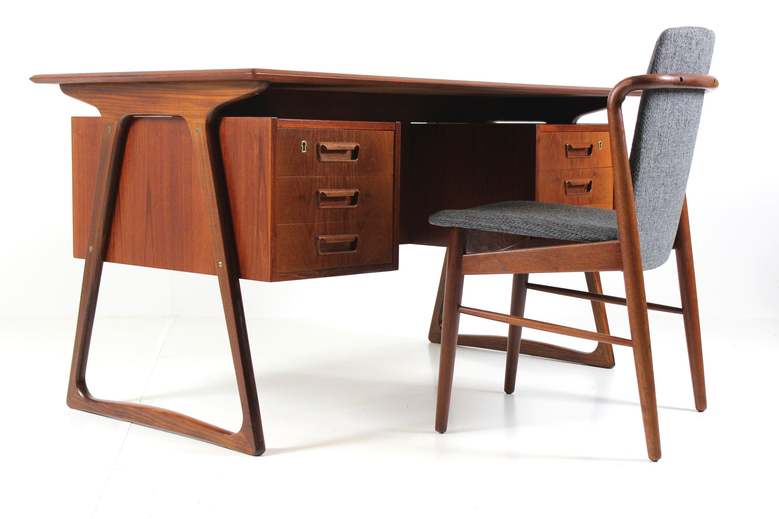 Image of: Retro Vintage Classic Mid Century Desk In Teak From Sibast Mobler Davint Design