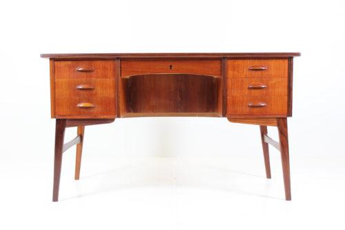 Retro Vintage Modernism Desk in Teak by Svend Å. Madsen