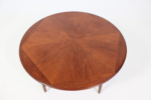 Vintage and Retro Tables on Davint Design